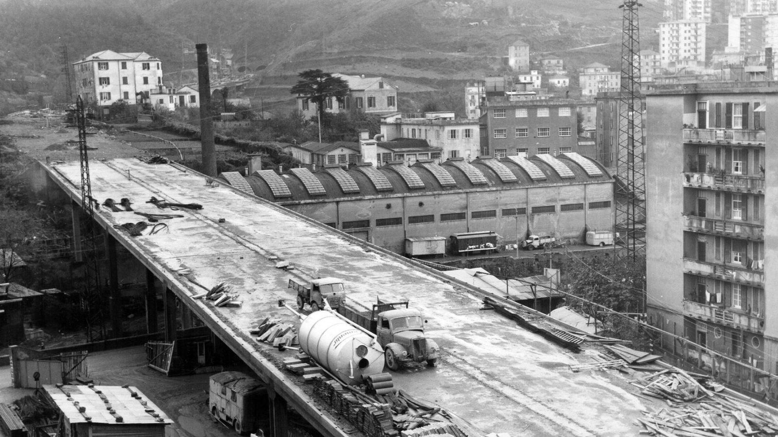 Autostrada A10 Genova-Savona, viadotto Chiaravagna in costruzione nel 1962 (Archivio storico Anas)
