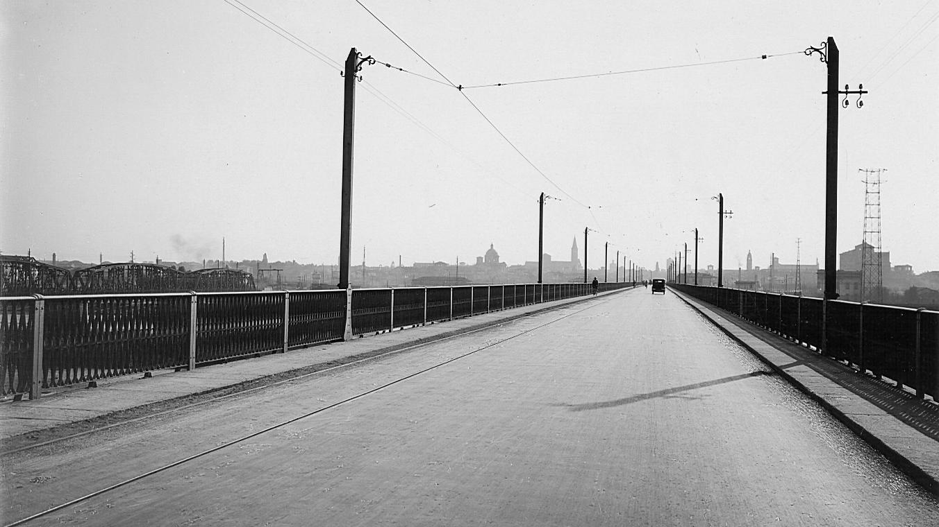 Il ponte sul Po tra PiacenzaeSan Roccoal Porto (LO), 1931 (Archivio storico Anas)