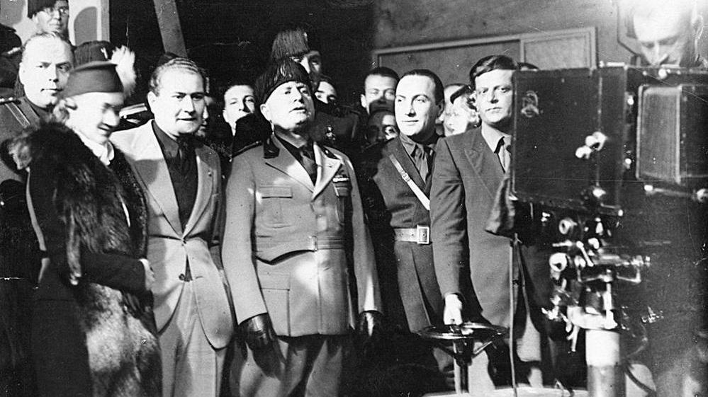 Benito Mussolini negli studi di Cinecittà il 28 aprile 1937, giorno della inaugurazione (fonte: lastampa.it)