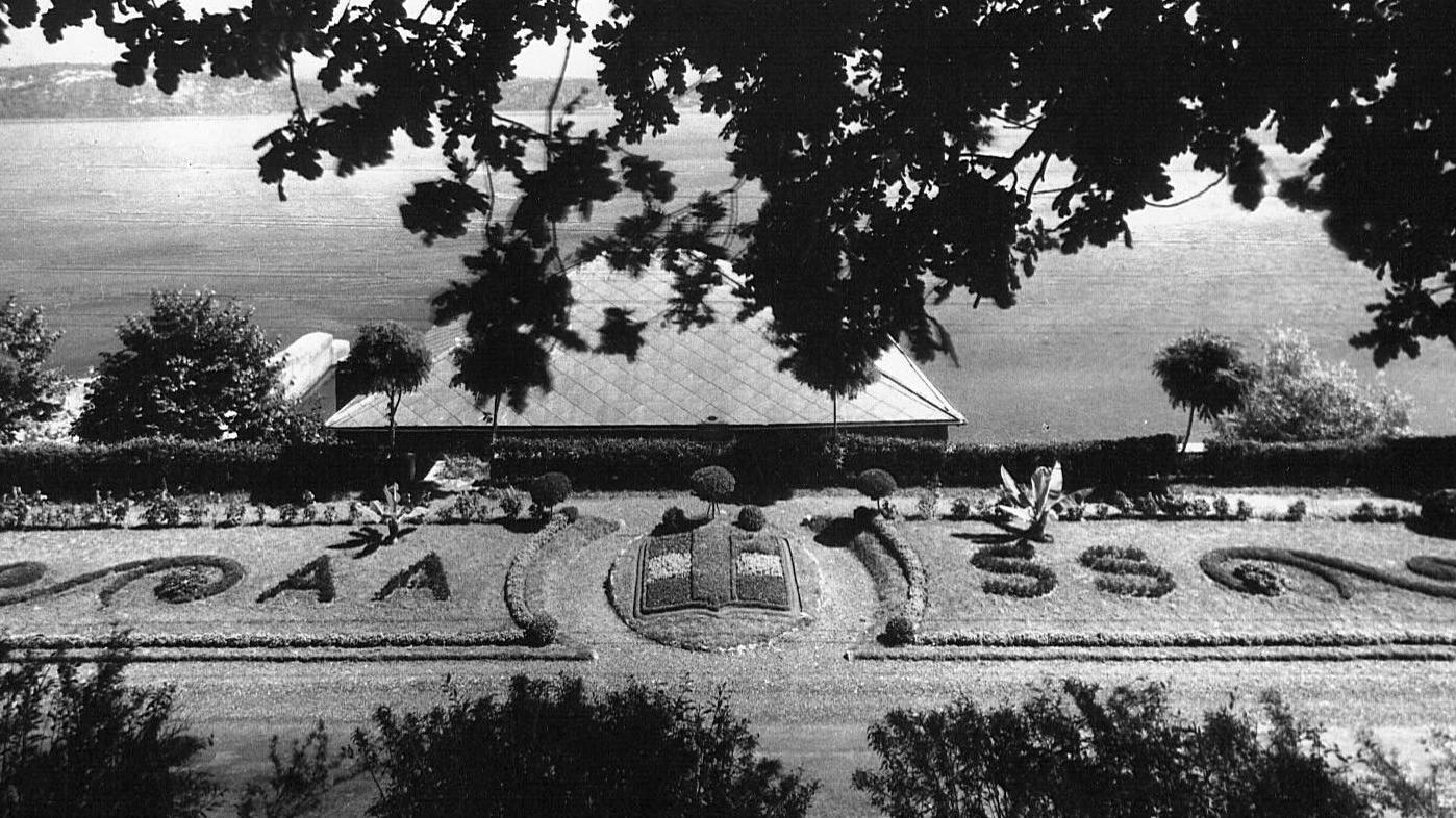 """Aiuola lungo la strada statale 33 """"del Sempione"""" (Archivio storico Anas)"""