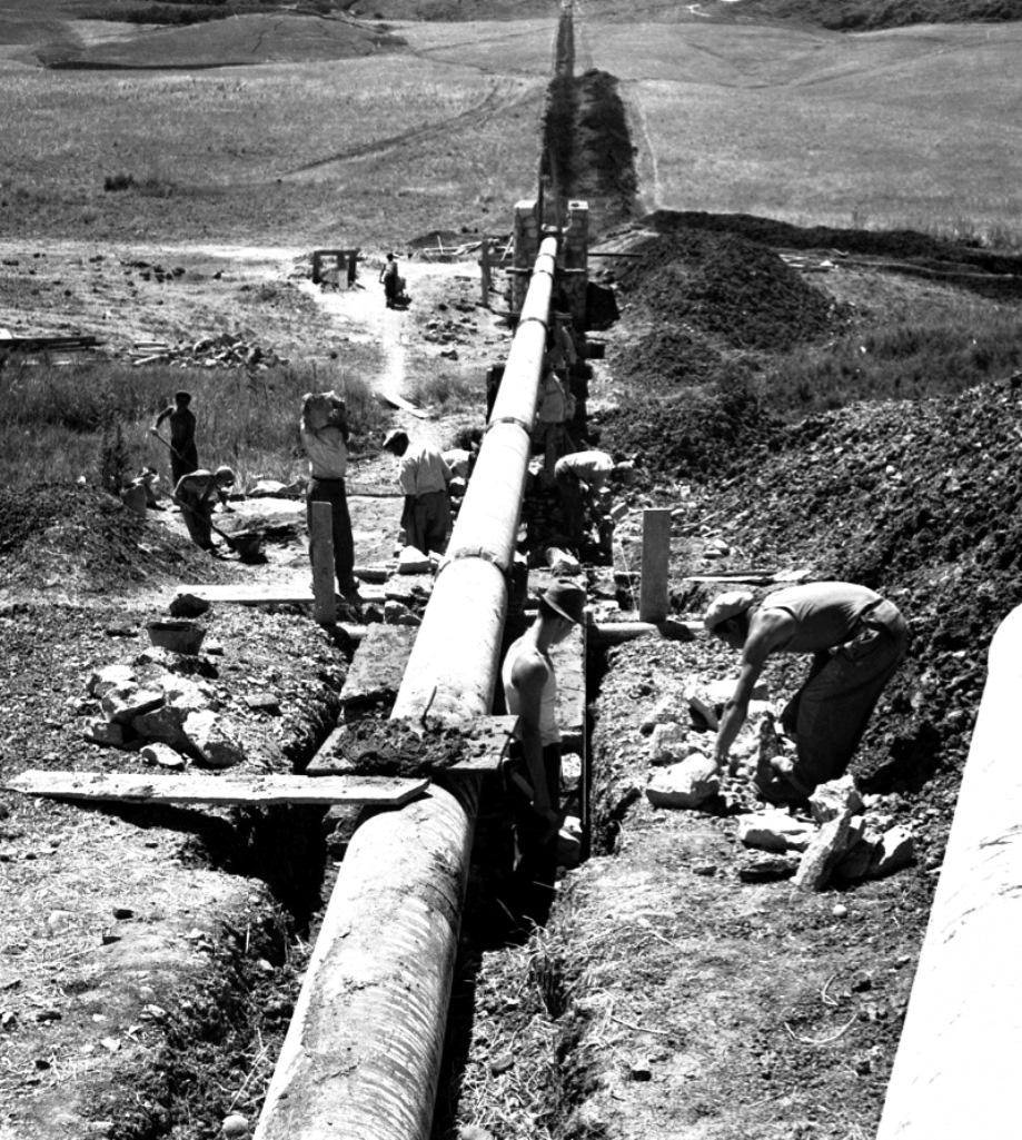 Costruzione di un acquedotto con i fondi della Cassa per il Mezzogiorno (fonte: traccani.it)