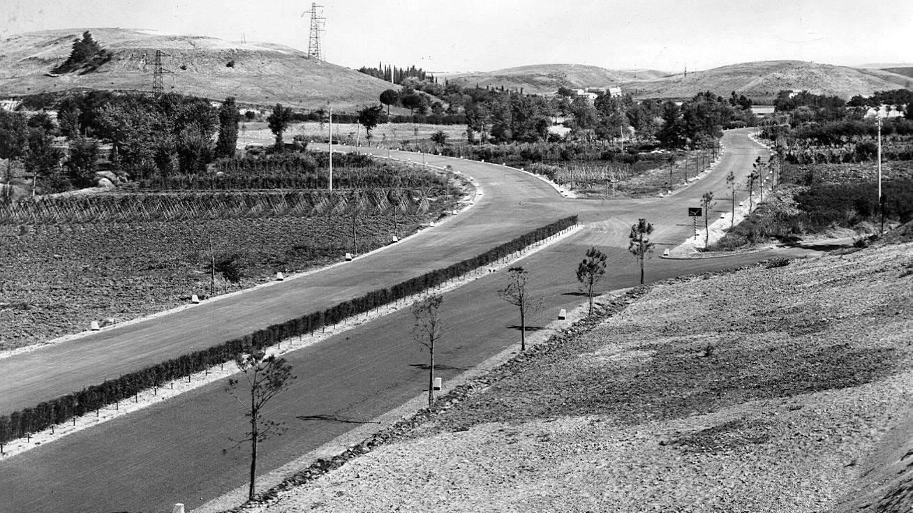 Grande Raccordo Anulare di Roma, tratto a doppia sede in corrispondenza dell'innesto con la SS 1 Aurelia, 1951 (Archivio storico Anas)