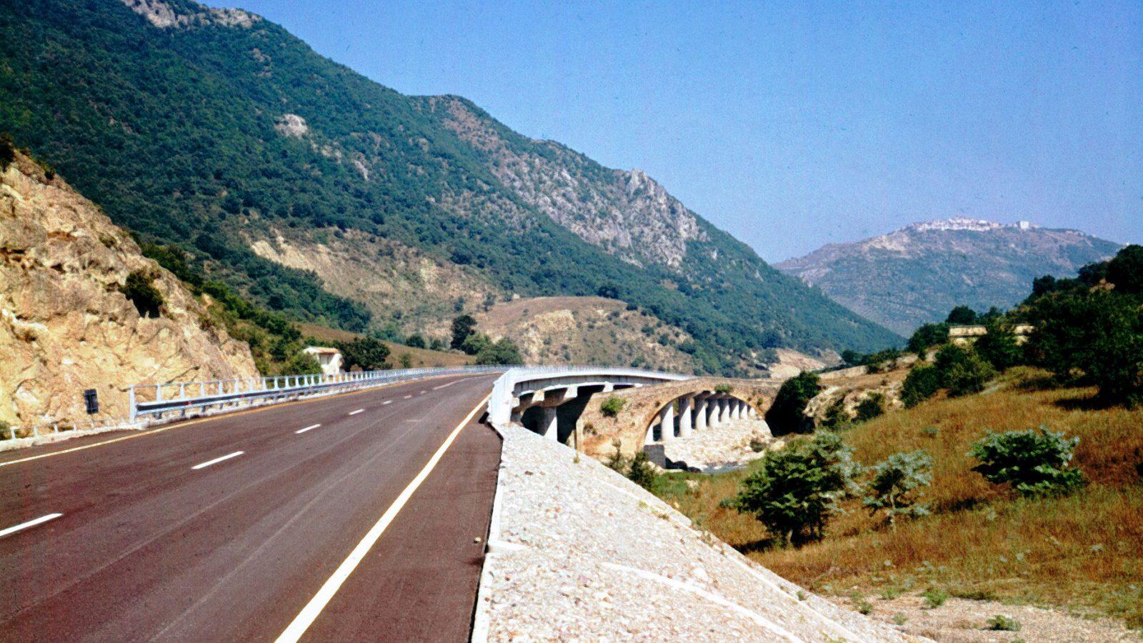 Autostrada Salerno – Reggio Calabria negli anni '70 (Archivio storico Anas)