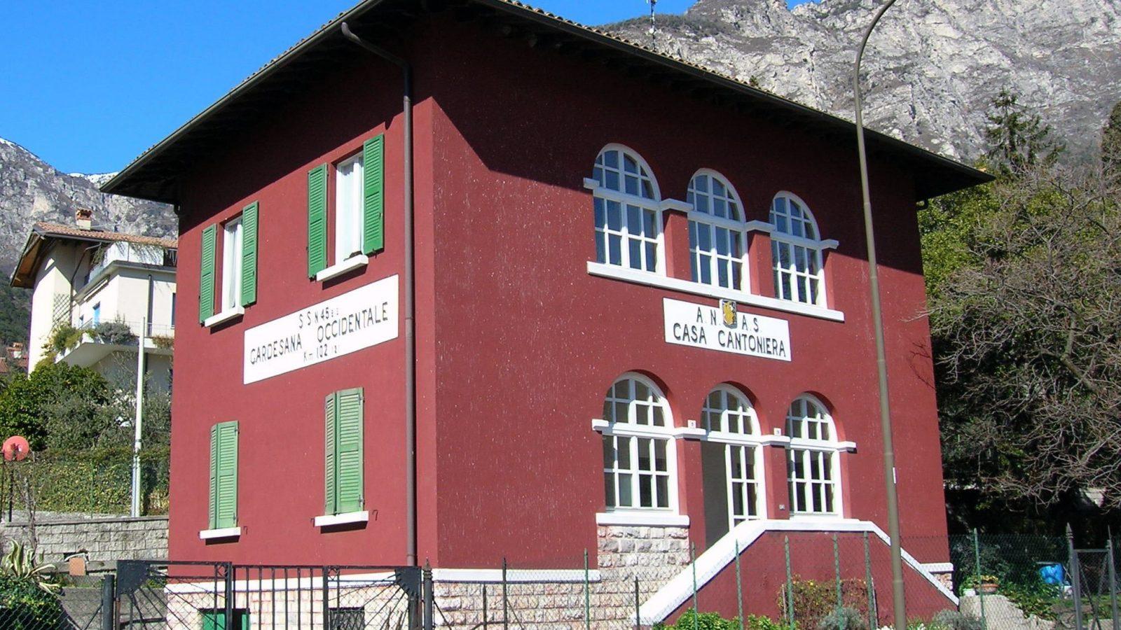 Lombardia, SS45 bis, casa cantoniera di Limone sul Garda (Archivio storico Anas)
