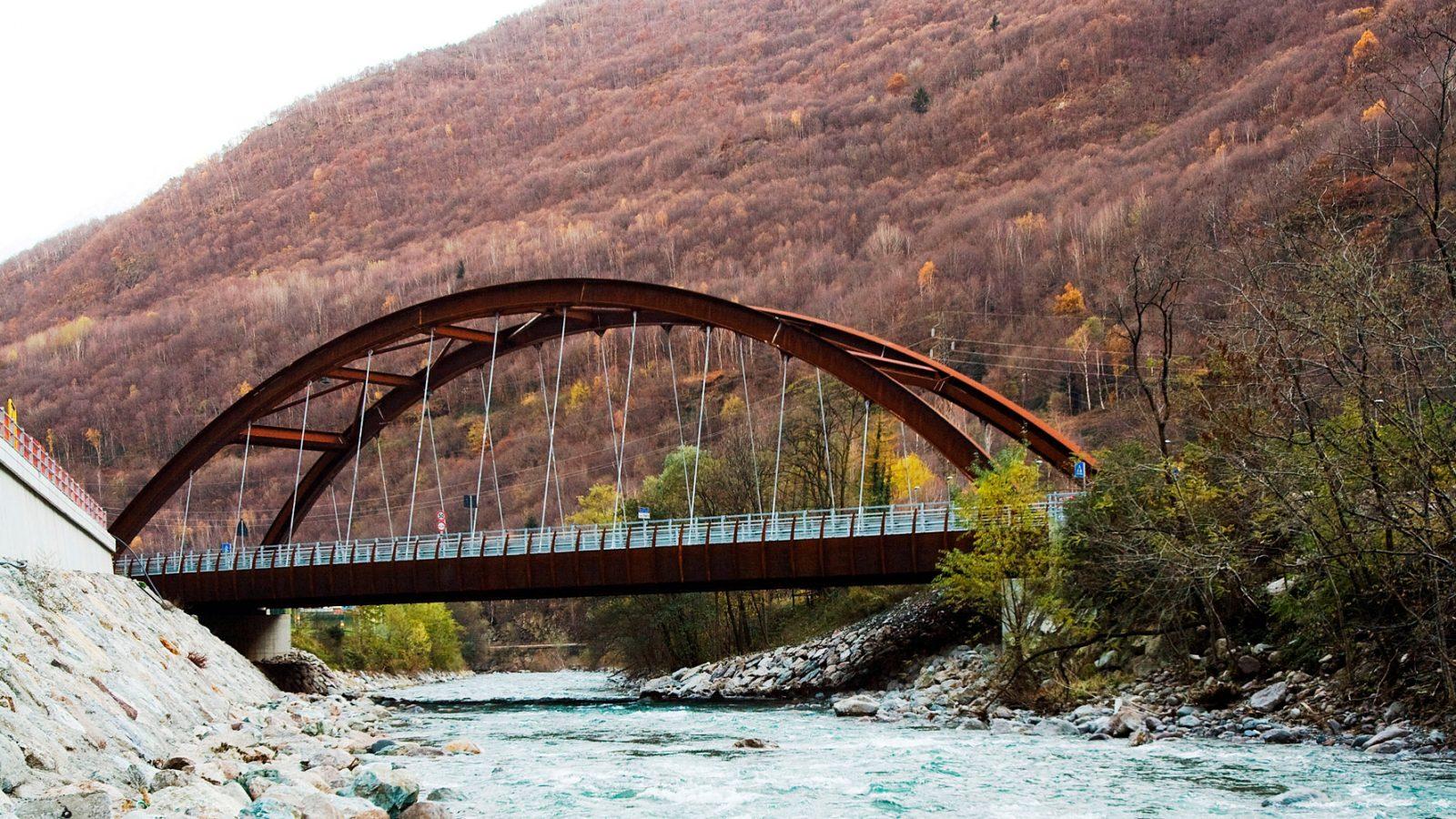 """Lombardia, strada statale 42 """"del Tonale e della Mendola"""", ponte Saletto (Archivio storico Anas, 2013)"""
