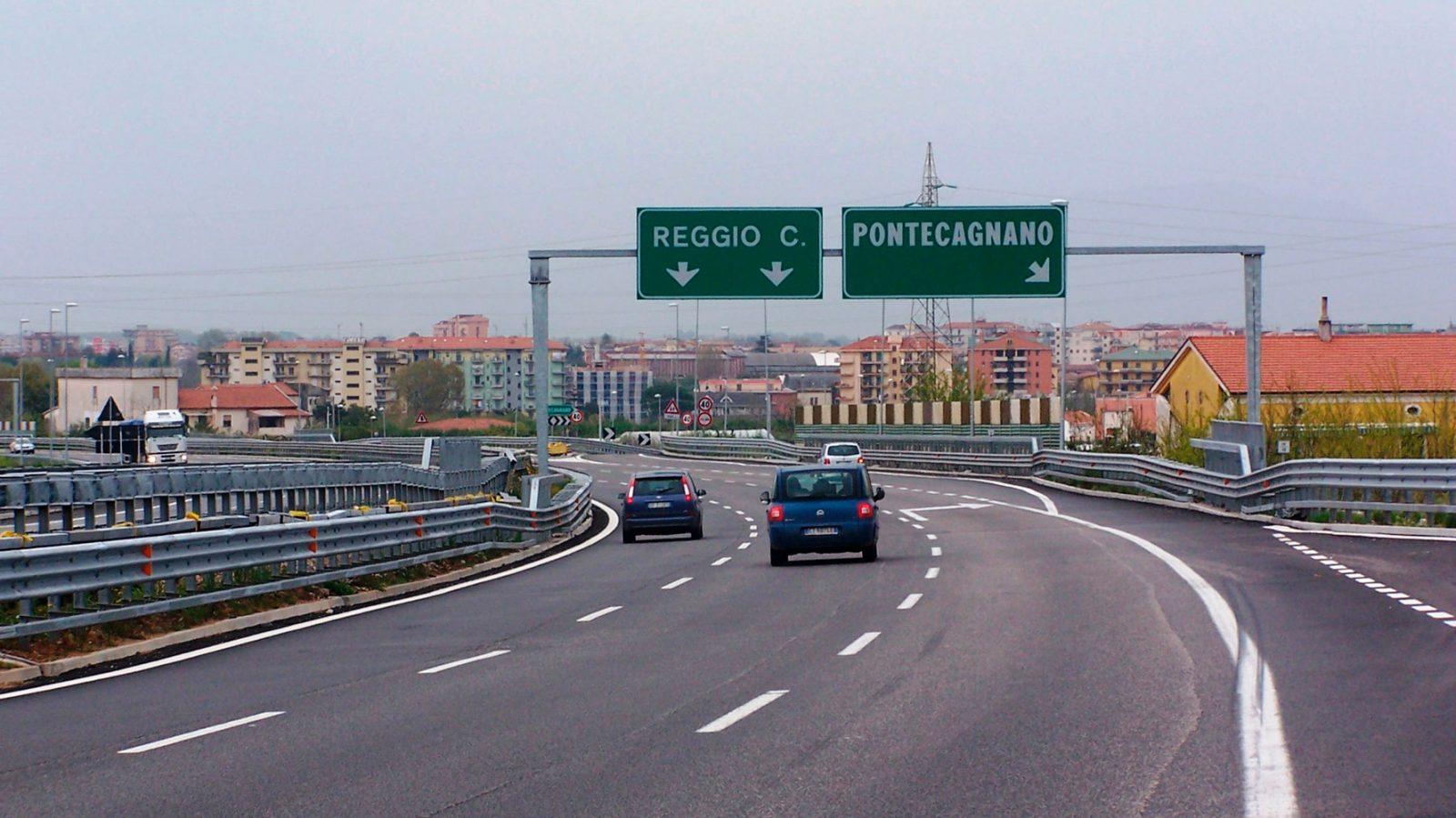 """A3 Salerno – Reggio Calabria (ora A2 """"Autostrada del Mediterraneo), svincolo di Pontecagnano (Archivio storico Anas)"""