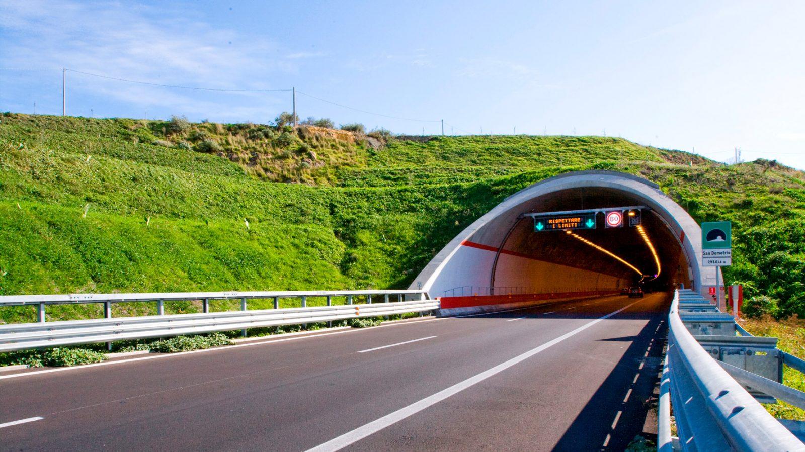 Sicilia, autostrada Catania-Siracusa, galleria San Demetrio (Archivio storico Anas)