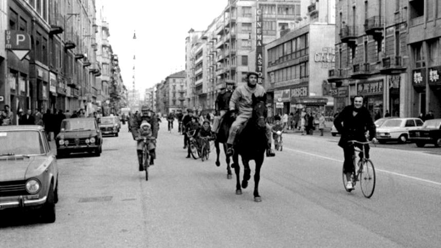 Con la crisi petrolifera, irrompono sulla scena biciclette, tandem, risciò…e non solo