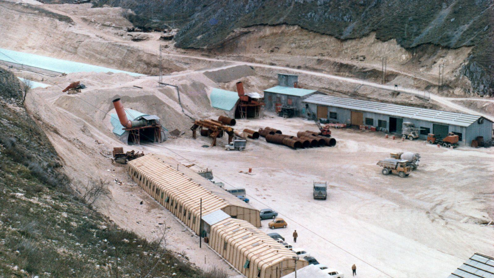 Abruzzo, lavori di realizzazione del traforo del Gran Sasso (Archivio storico AnaS)