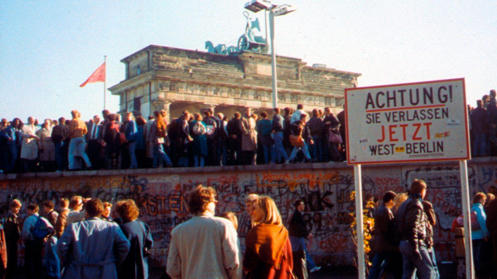 Porta di Brandeburgo, la caduta del Muro di Berlino nel 1989 (fonte: Imagoeconomica)