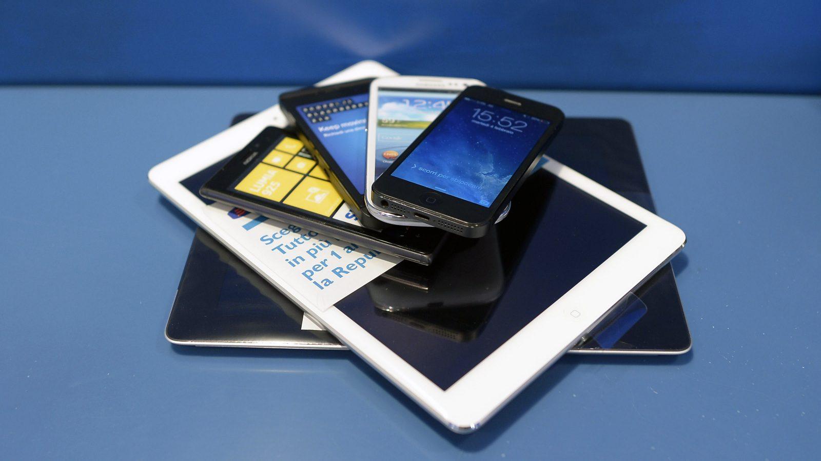 Smartphone e tablet (fonte: Imagoeconomica)
