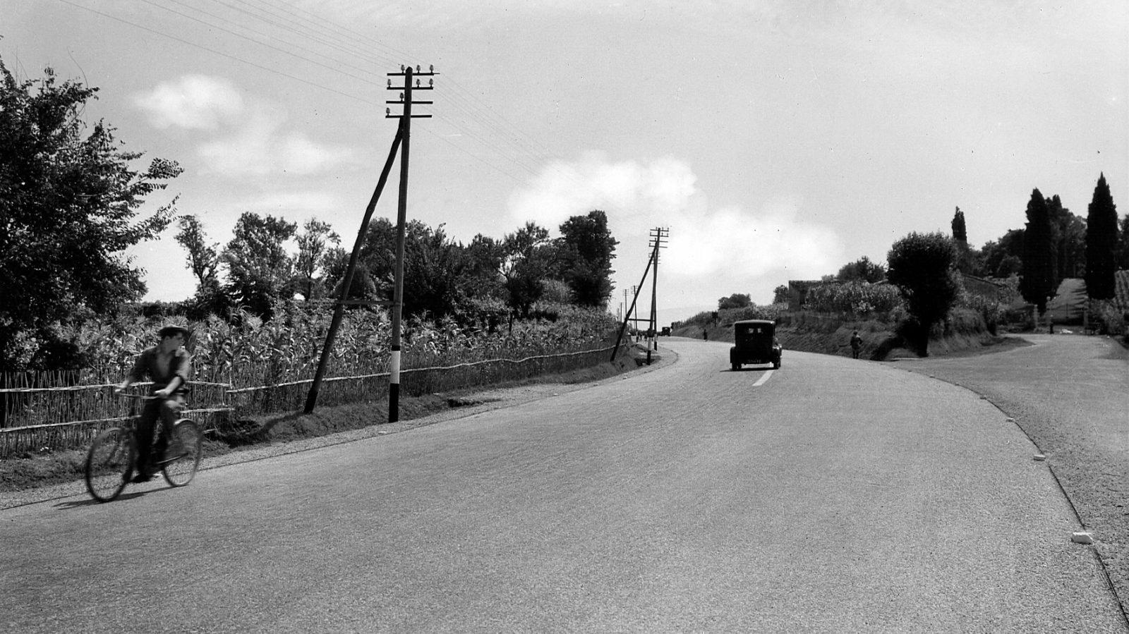 Emilia Romagna, strada statale 9 'Via Emilia' nei pressi di Forlì, 1933 (Archivio storico Anas)