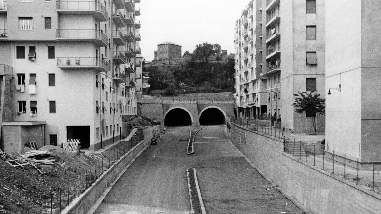 Autostrada A10 Genova-Savona, tratto in costruzione nei pressi del  viadotto Molinassi nel 1962 (Archivio storico Anas)