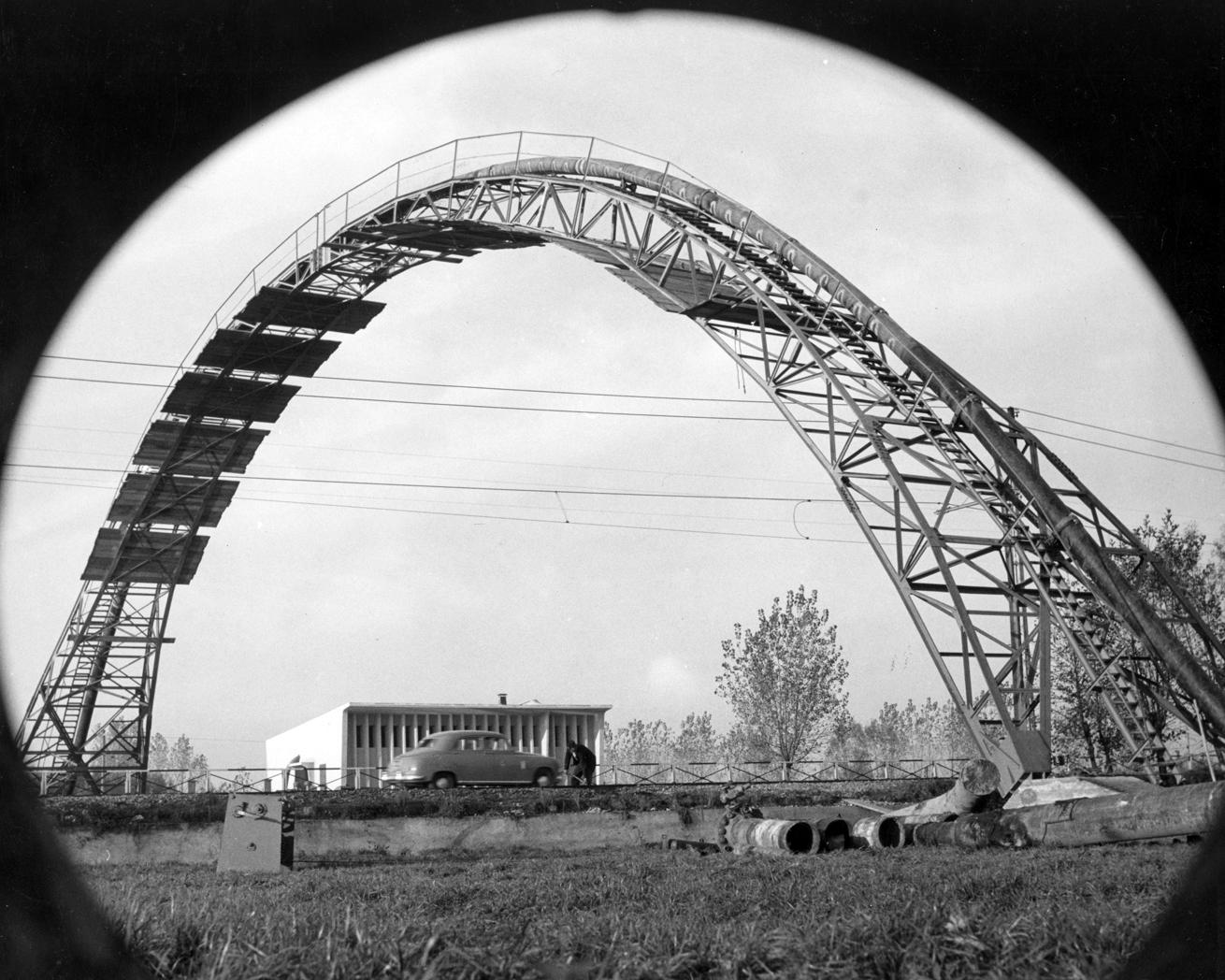 Ponte ad arco sul Naviglio pavese, metanodotto Snam, Trezzano (fonte: enistoria.eni.com)