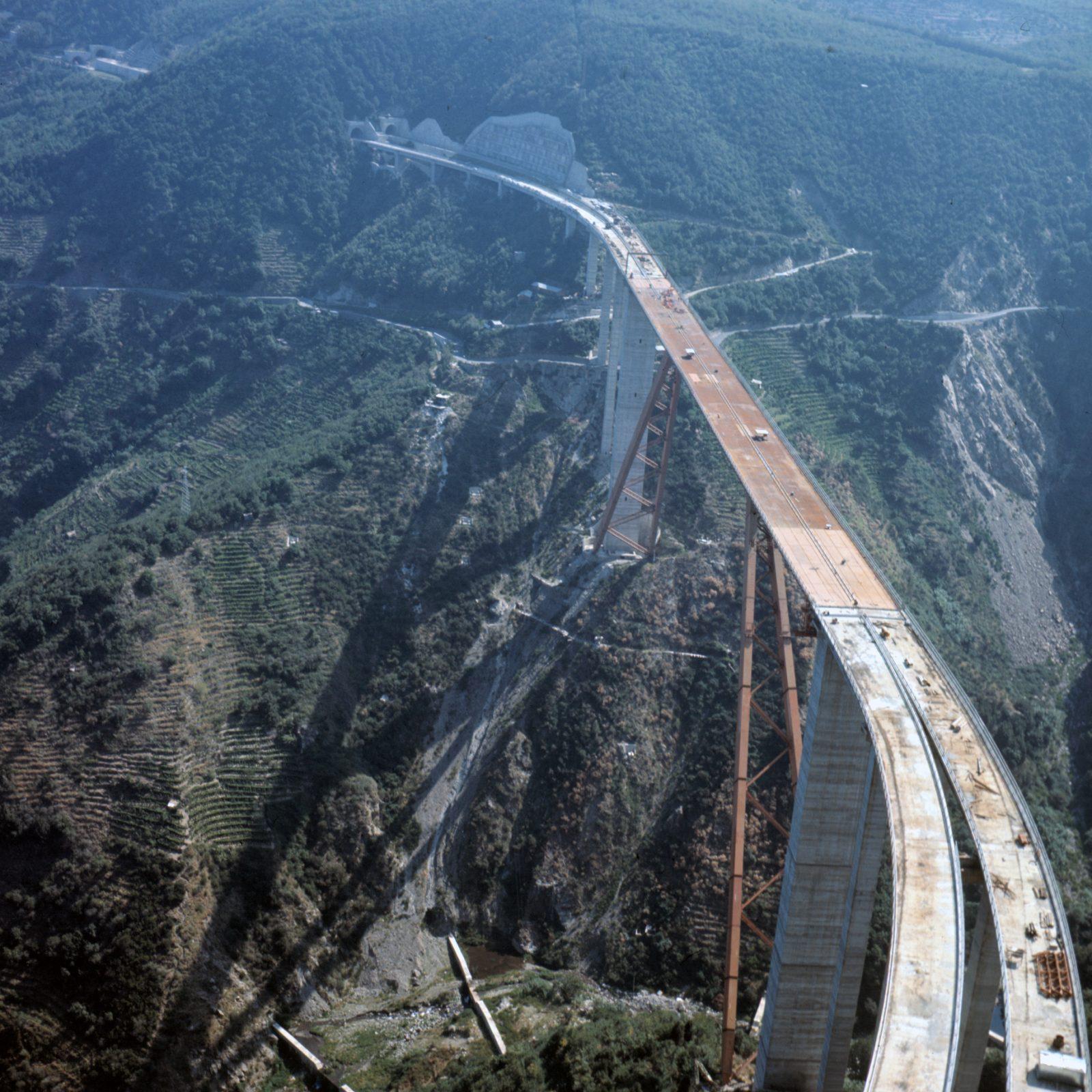 A3 Salerno – Reggio Calabria, viadotto Sfalassà in fase di realizzazione (Archivio storico Anas)