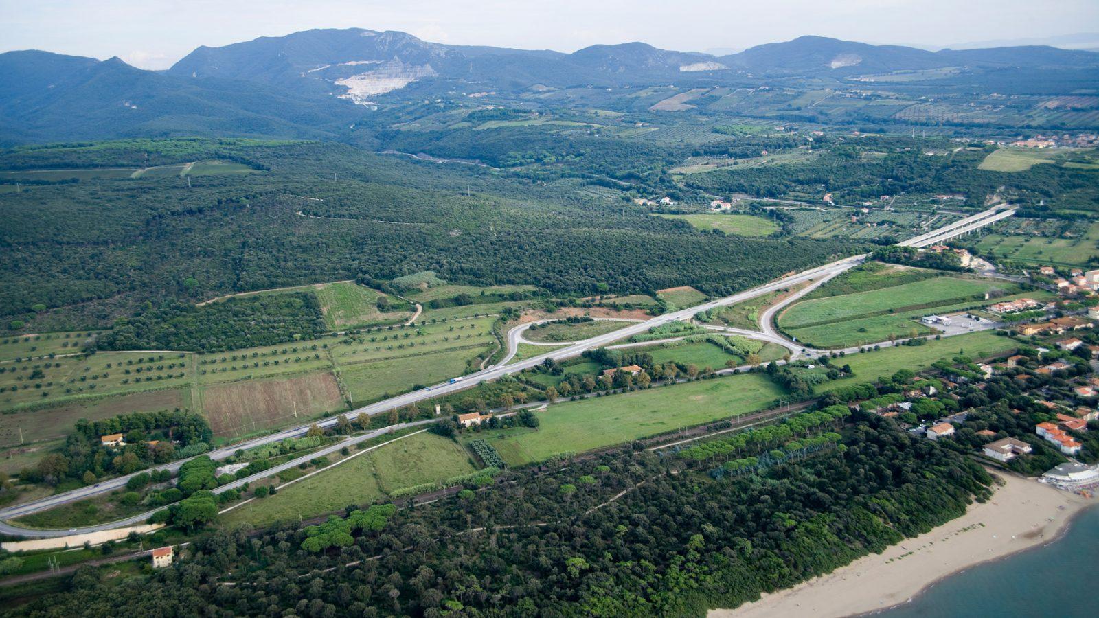 "Toscana, strada statale 1 ""Via Aurelia"", svincolo San Vincenzo Nord (Archivio storico Anas, 2015)"