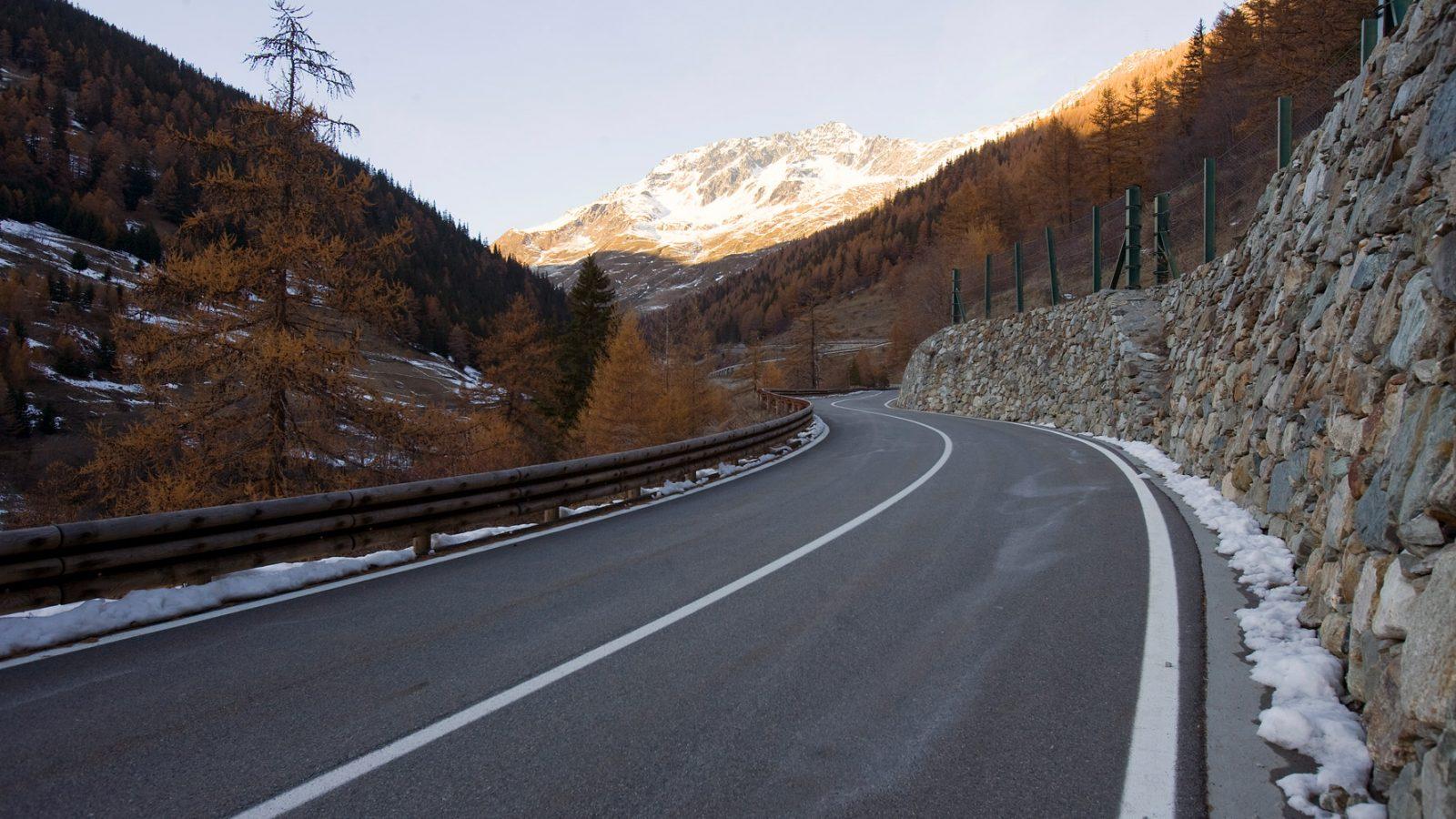 "Valle d'Aosta, strada statale 27 ""del Gran San Bernardo"" (Archivio storico Anas, 2013)"
