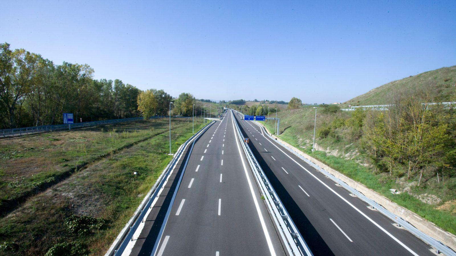 """Toscana, strada statale 223 """"di Paganico"""" (Itinerario E78 Grosseto-Fano), svincolo di Fogliano (Archivio storico Anas)"""