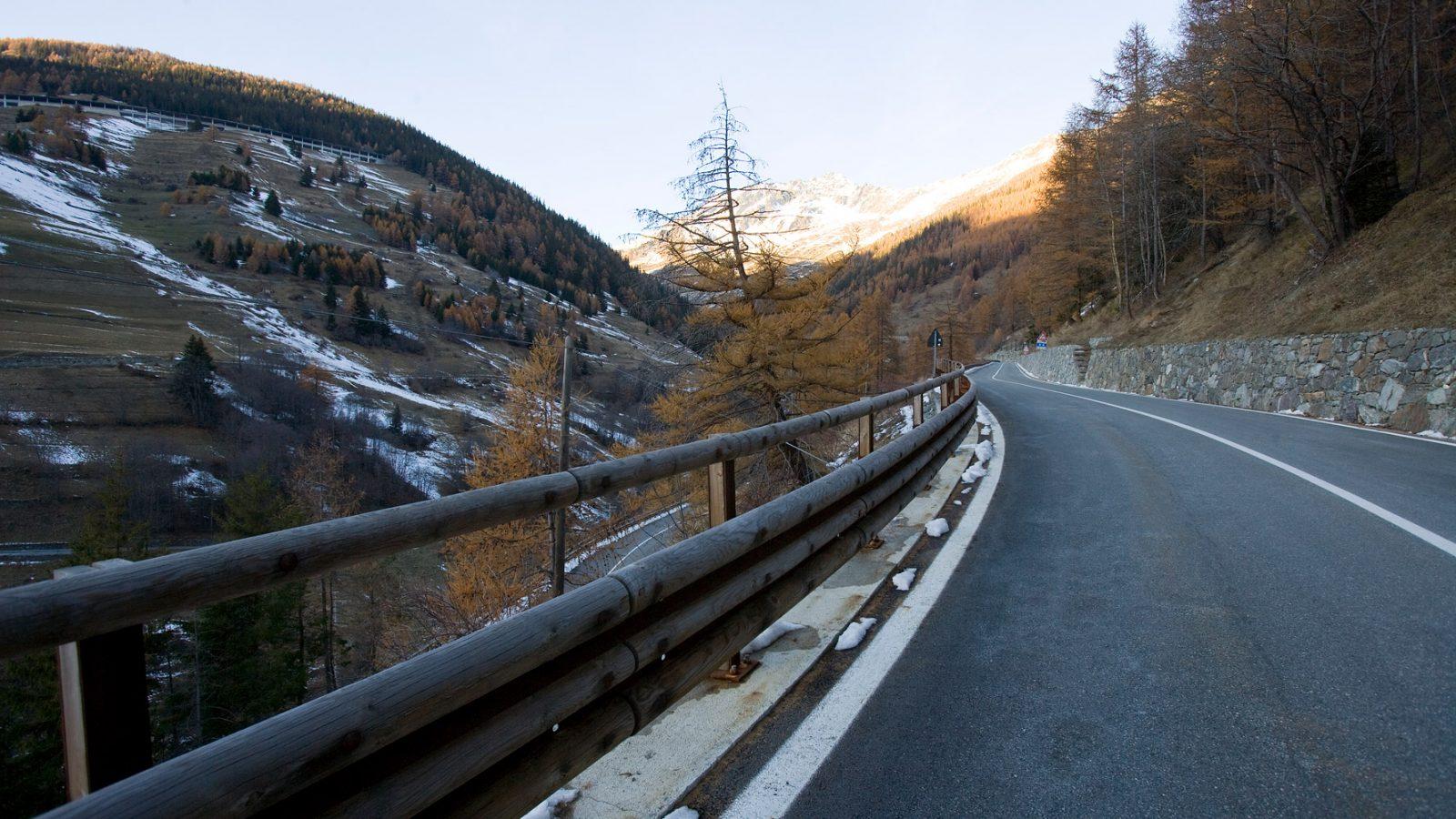 "Valle d'Aosta, strada statale 27 ""del Gran San Bernardo"""