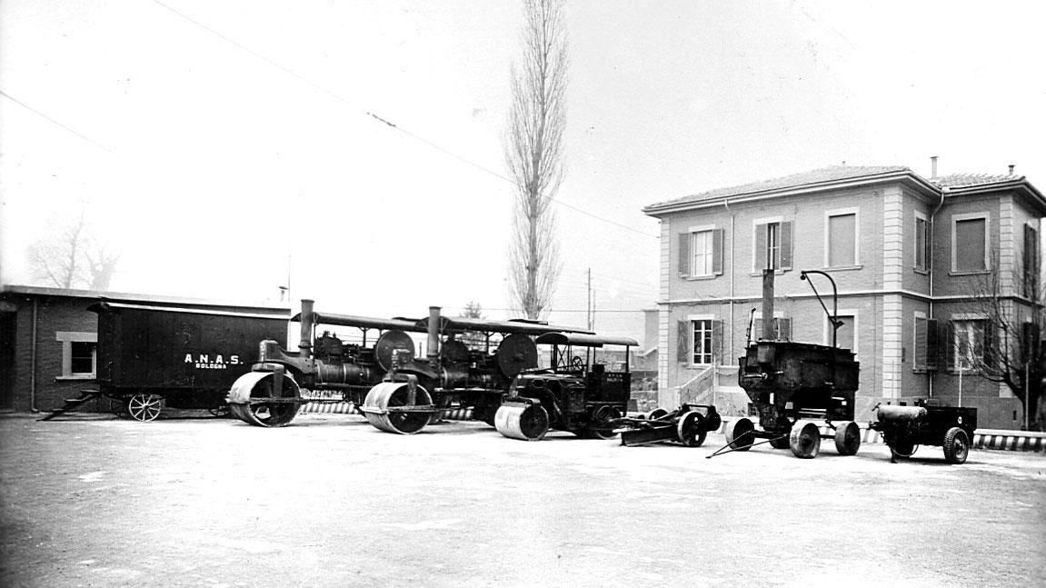 Officina compartimentale Anas in Emilia Romagna, complesso per cantiere di cilindratura, pavimentazione e bitumatura (Archivio storico Anas)
