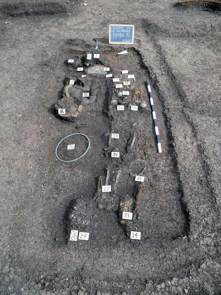 """Colfiorito di Foligno (PG). Tomba della """"Principessa di Plestia"""" (VI sec. a.C.) in fase di scavo (fonte: Archeolog Onlus)"""