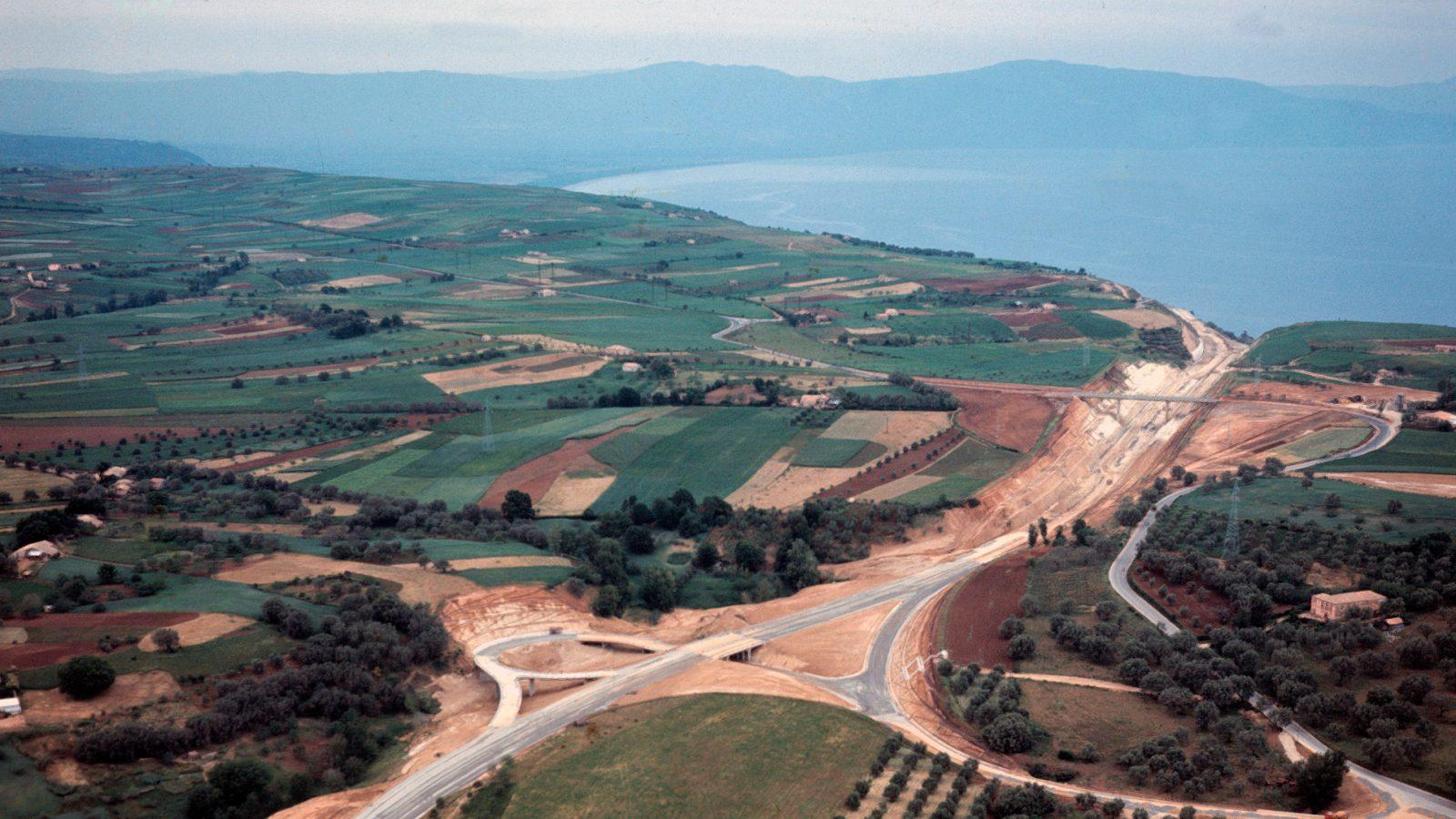 Tratto dell'Autostrada Salerno – Reggio Calabria in costruzione (Archivio storico Anas)