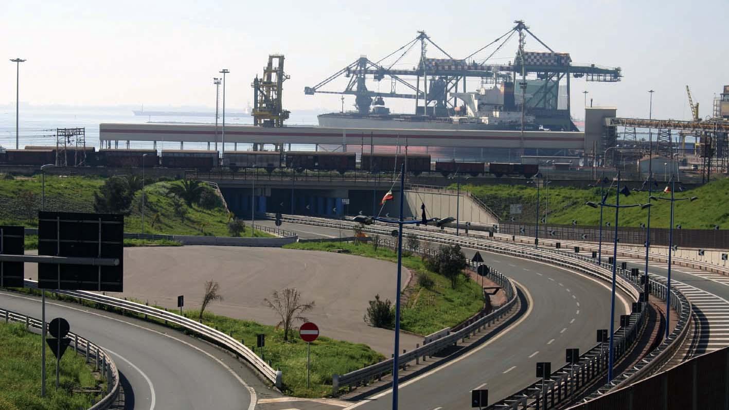 """Collegamento tra il varco Nord del Porto di Taranto, la SS7 """"Via Appia"""" e la SS106 """"Jonica"""", 2005 (Archivio storico Anas)"""