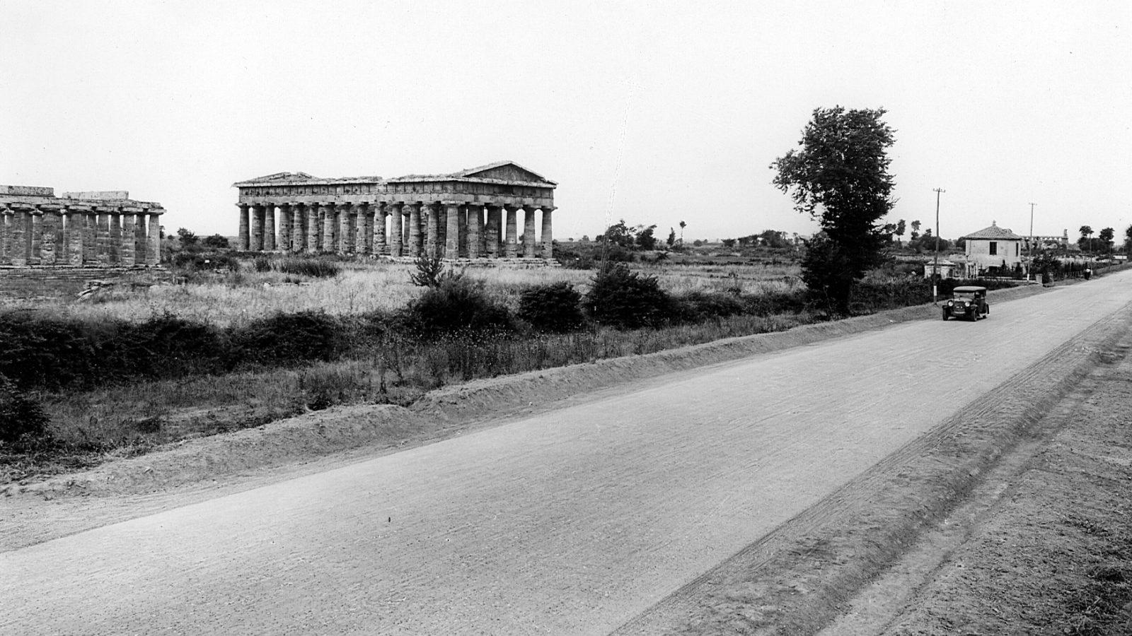 Campania, strada statale 18 a Paestum, 1931 (Archivio storico Anas)