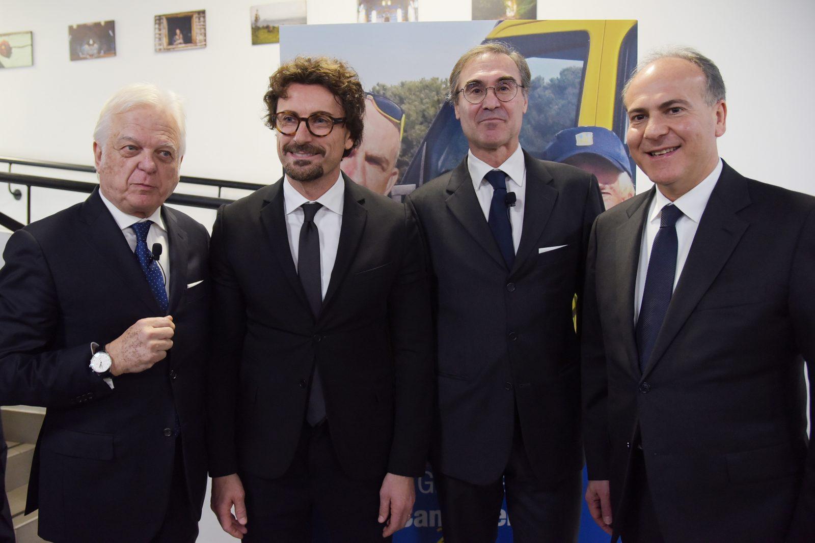 Da sinistra: il presidente Anas Claudio Andrea Gemme, il ministro Danilo Toninelli, l'ad Anas Massimo Simonini e l'ad di Ferrovie dello Stato Italiane Gianfranco Battisti (Archivio Anas, gennaio 2019)