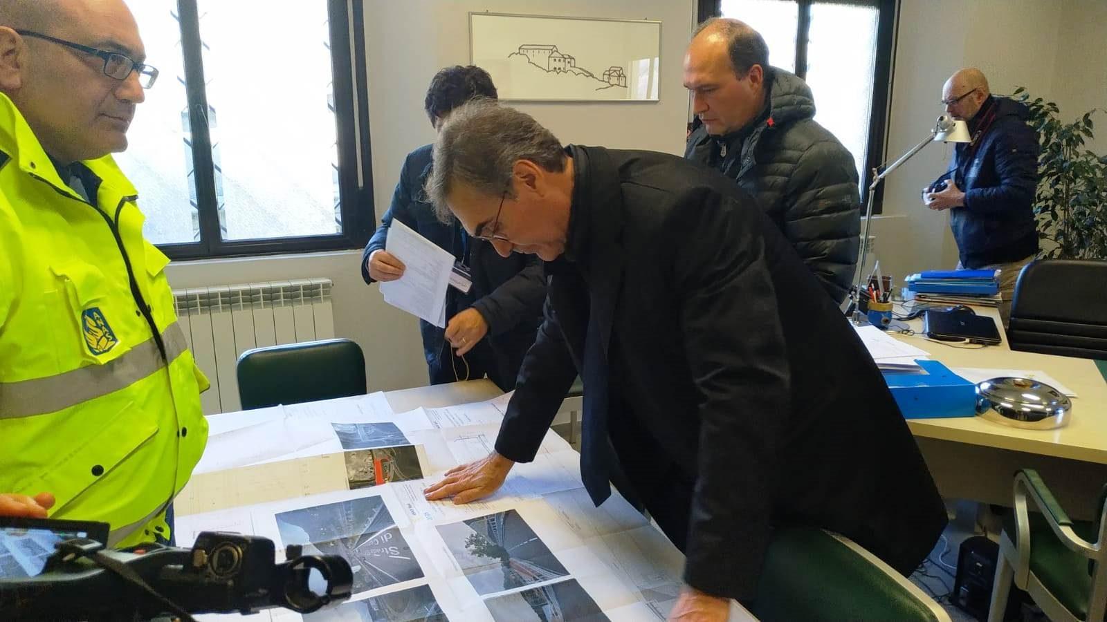 L'ad Anas Massimo Simonini durante un sopralluogo in Lombardia (Archivio Anas, febbraio 2019)