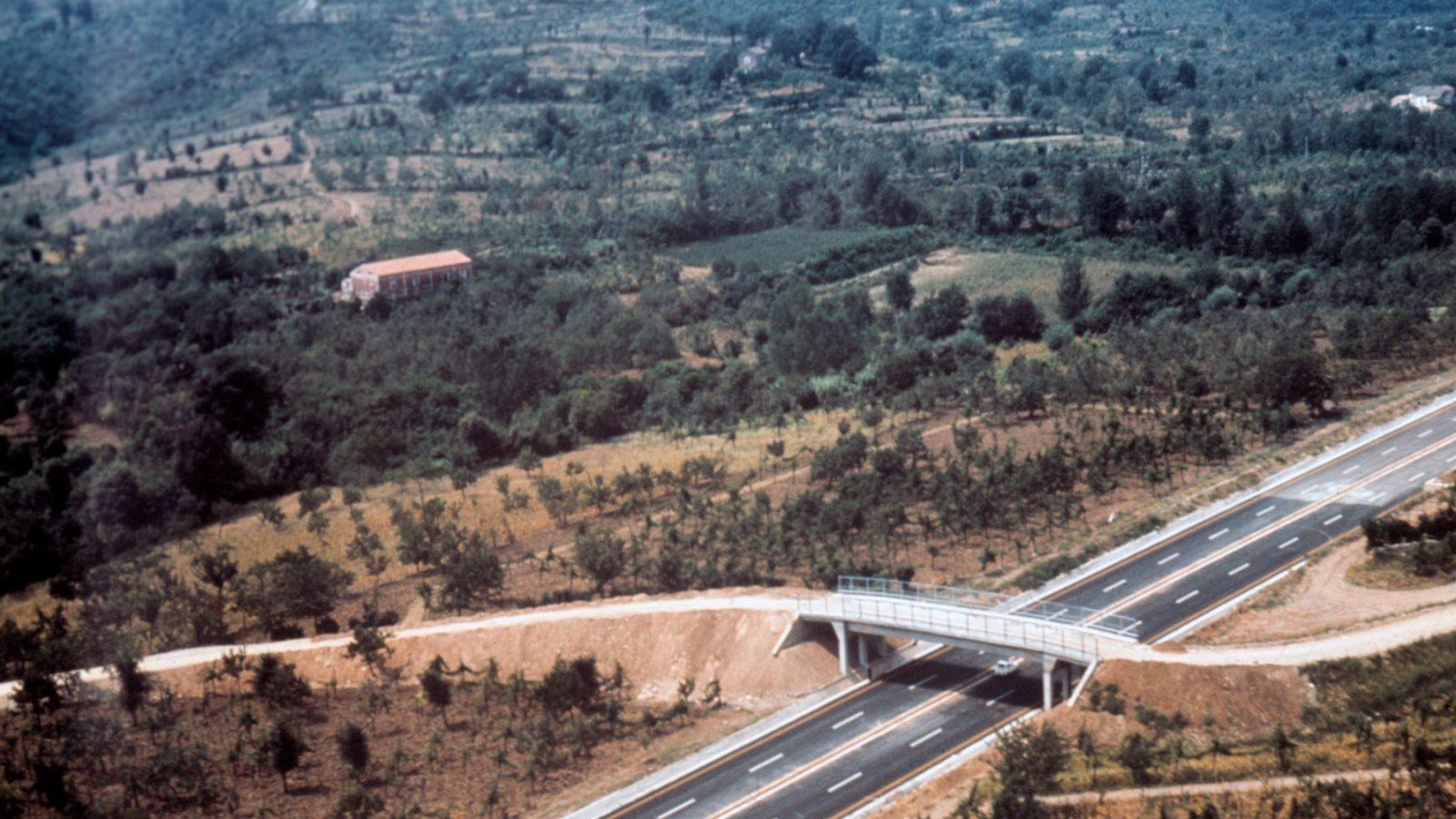 Veduta aerea della A3 Salerno – Reggio Calabria nel 1968 (Archivio storico Anas)