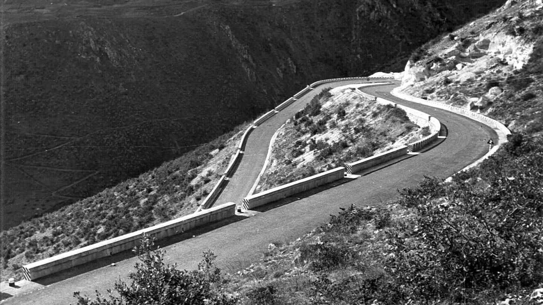"""Abruzzo, strada statale 17 """"dell'Appennino Abruzzese ed Appulo Sannitico"""" nei pressi di Popoli (Archivio storico Anas)"""