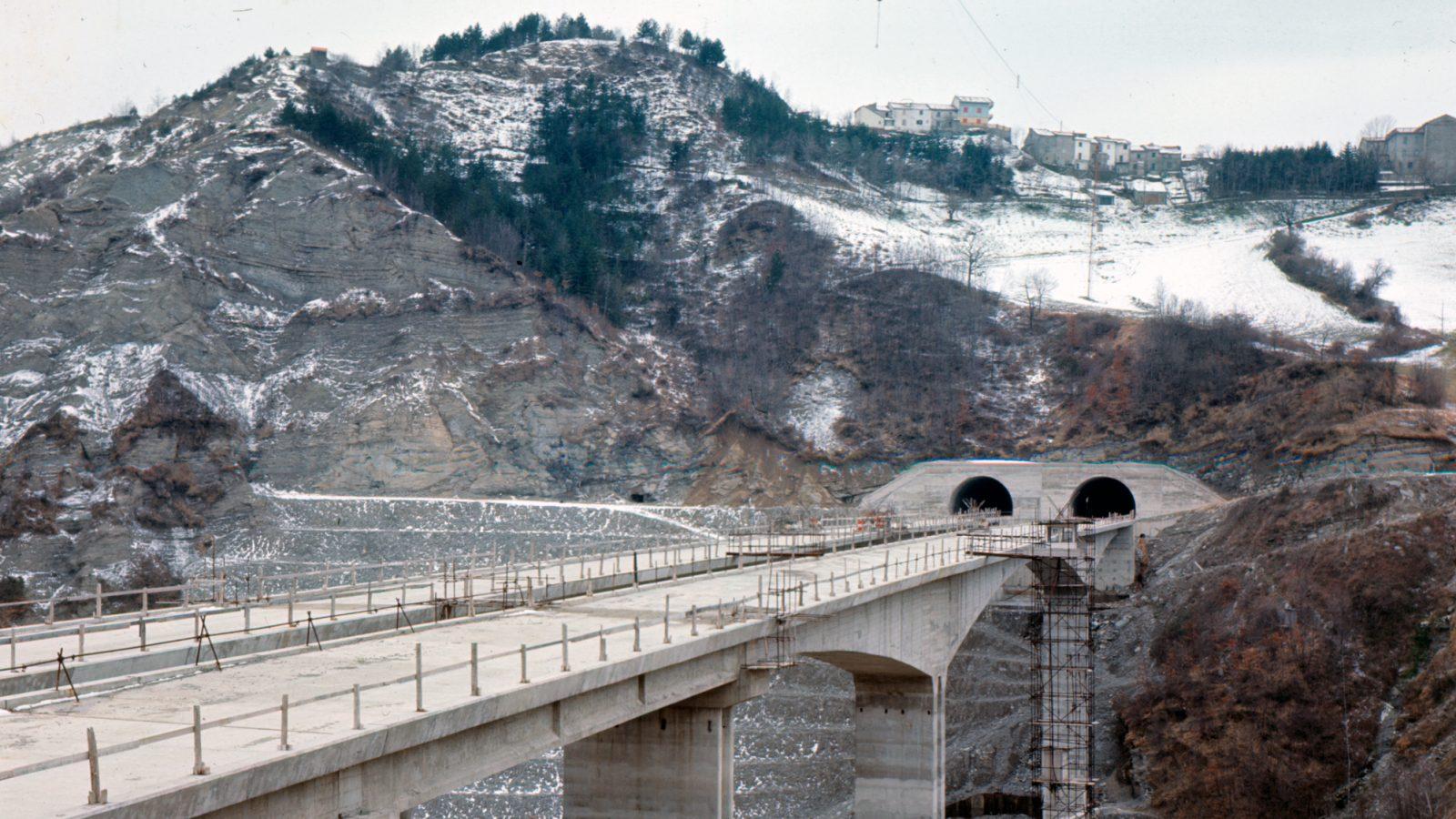 Lavori di realizzazione dell'autostrada Salerno – Reggio Calabria (Archivio storico Anas)