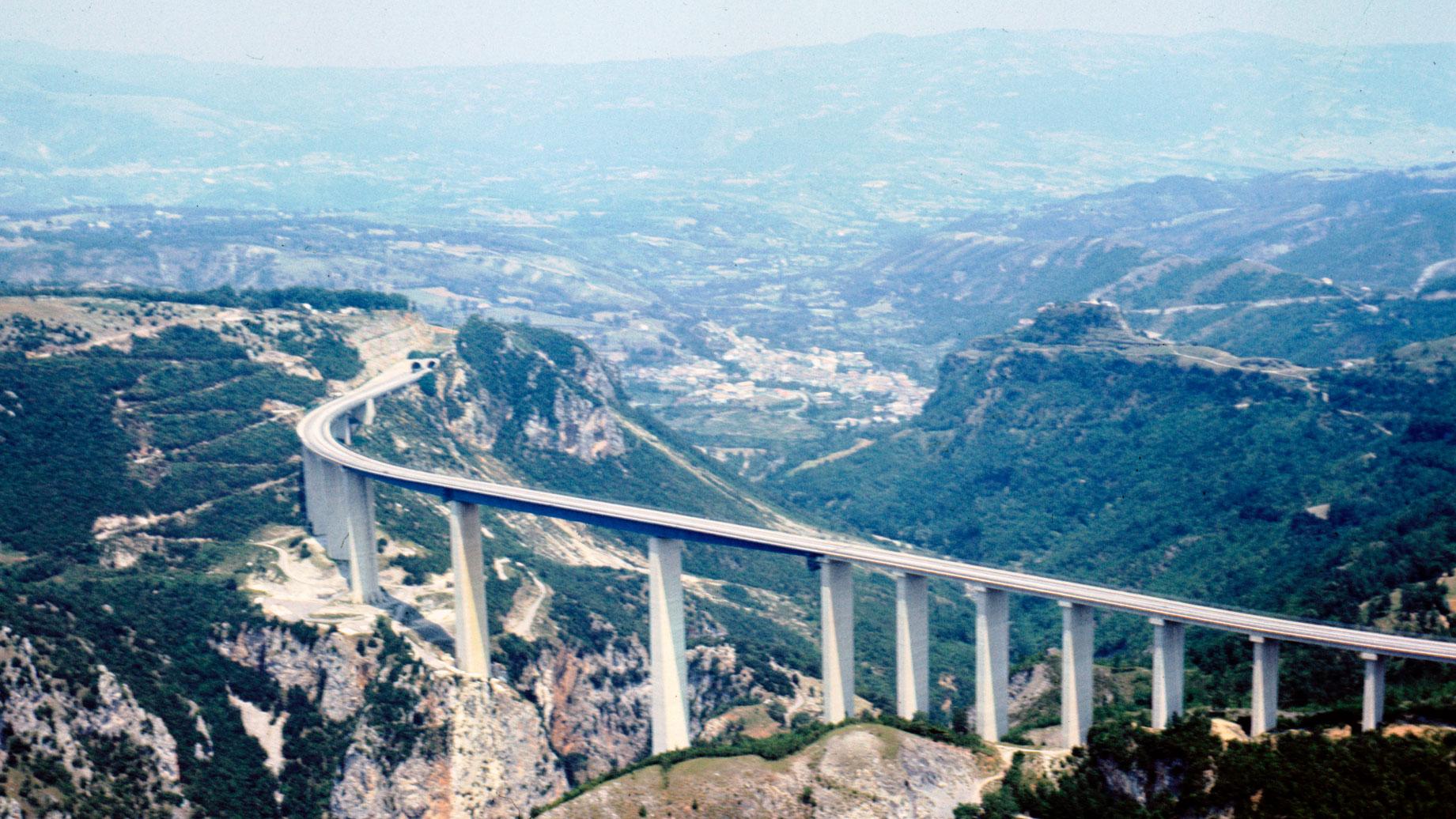 A3 Salerno – Reggio Calabria, veduta aerea del Viadotto Italia (Archivio storico Anas)
