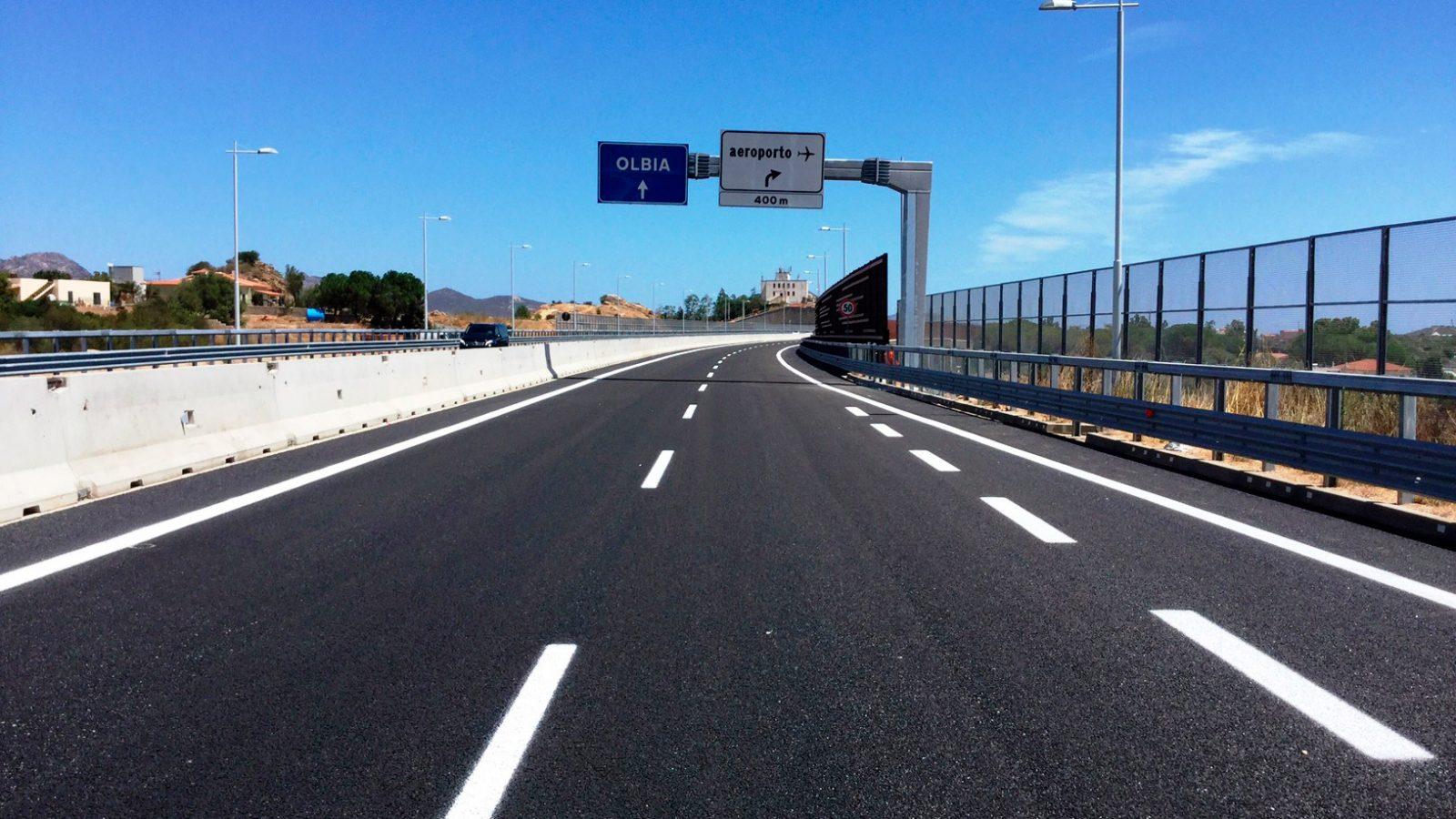 """Sardegna, strada statale 729 """"Sassari-Olbia"""", lotto 9 – svincolo per l'aeroporto di Olbia (Archivio storico Anas)"""