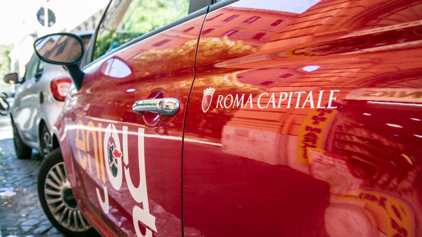 Nuove forme di mobilità, il car sharing (fonte: Imagoeconomica)