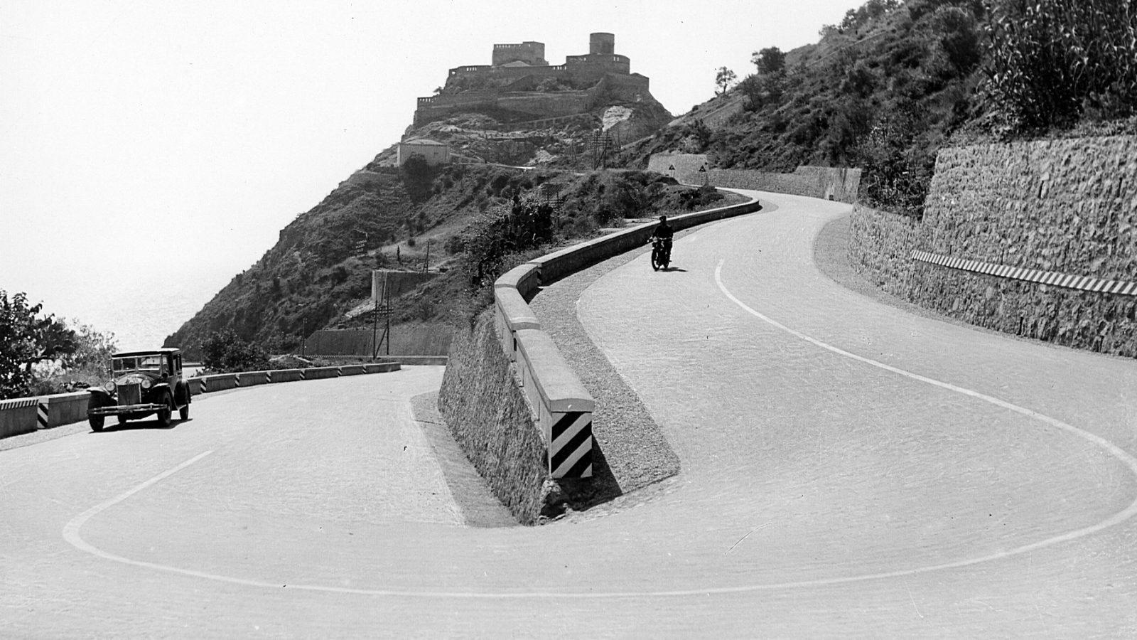 """Strada statale 114 """"Orientale Sicula"""" dal Castello S. Alessio verso Messina (Archivio storico Anas)"""