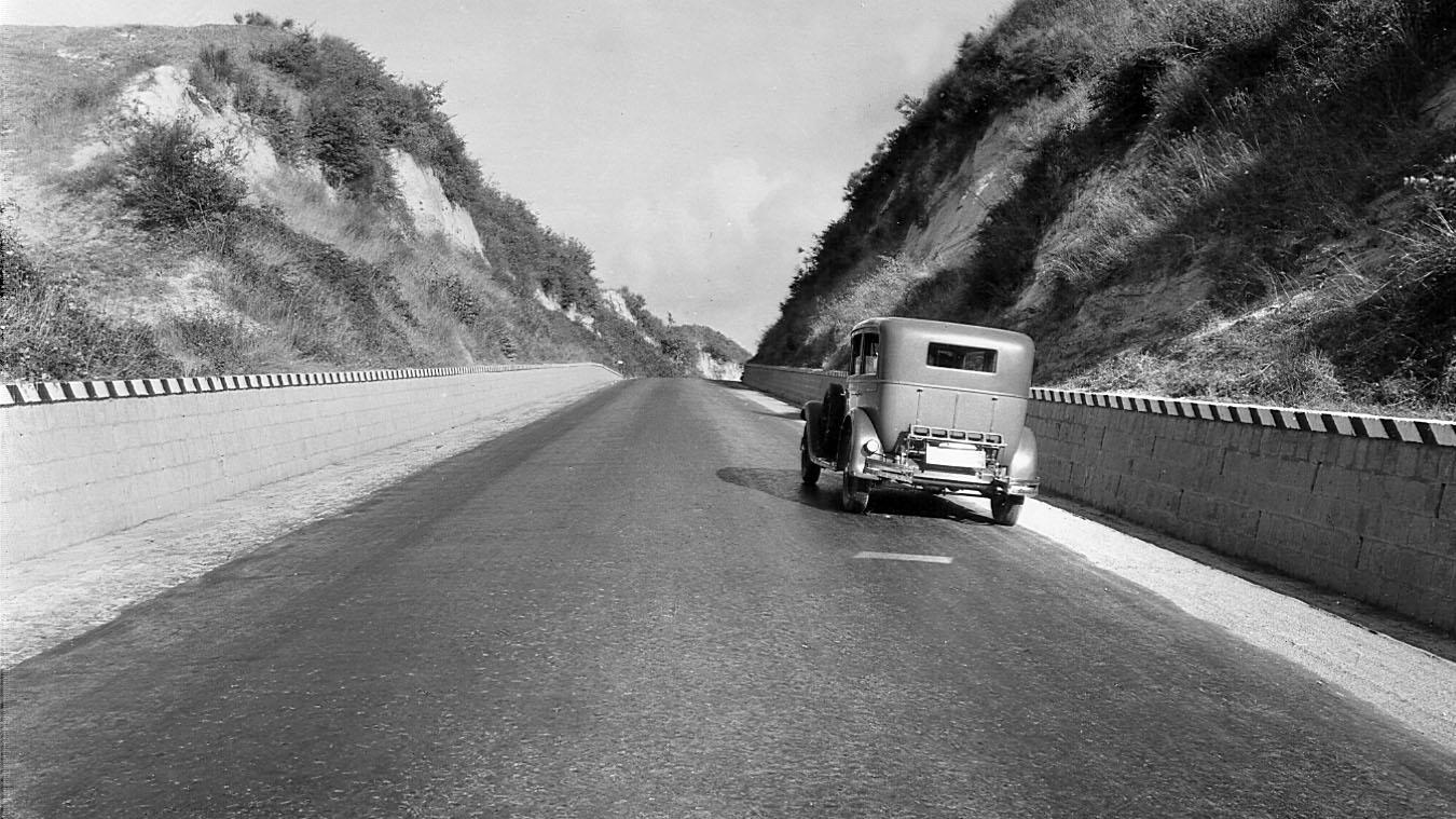 """Strada statale 2 """"Via Cassia"""", tratto Roma-Viterbo, dopo lavori di rettifica e """"depolverazione"""", 1932 (Archivio storico Anas)"""