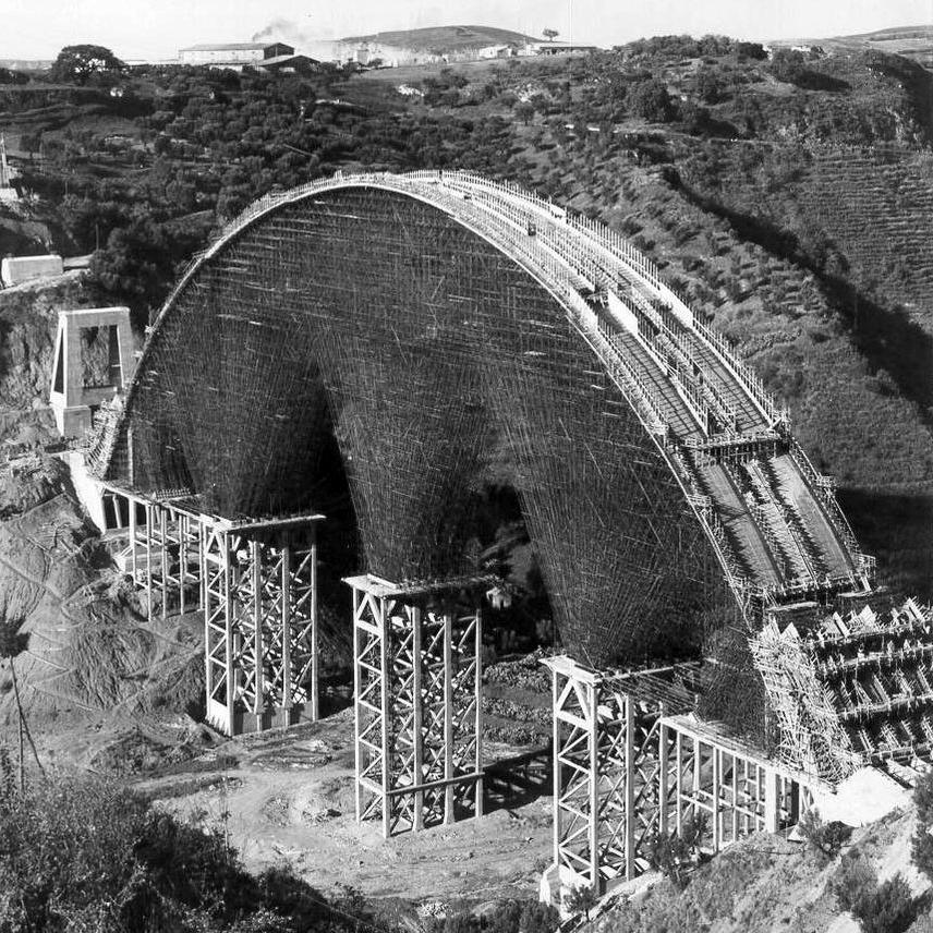 Lavori di realizzazione del viadotto Bisantis, a Catanzaro, progettato da Riccardo Morandi