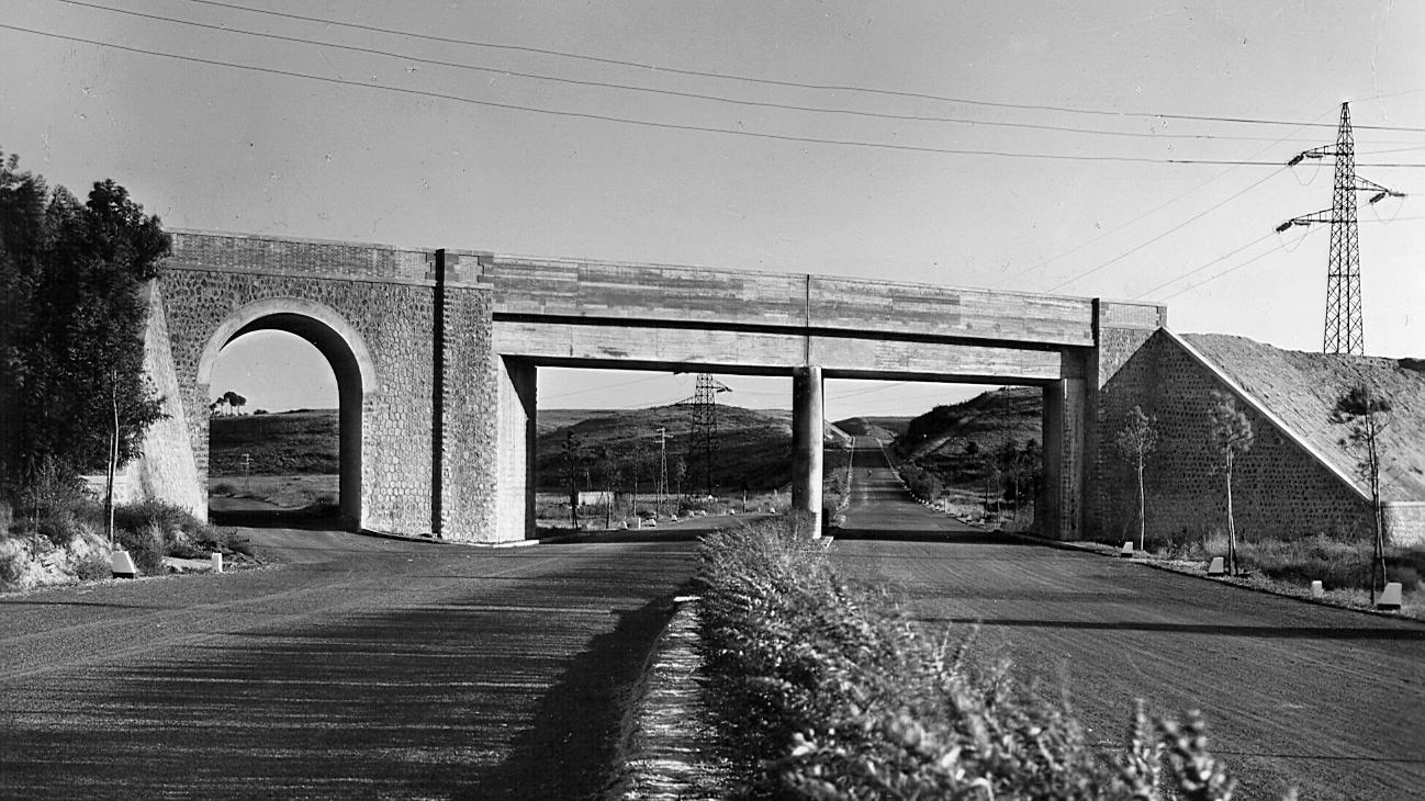 Grande Raccordo Anulare di Roma, tratto in corrispondenza del sottopassaggio alla linea ferroviaria Maccarese-Roma, 1951 (Archivio storico Anas)
