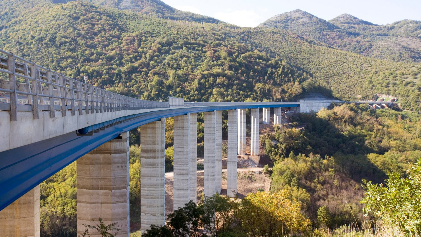 """A2 """"Autostrada del Mediterraneo, tratto Sicignano degli Alburni e PollaViadotto Lontrano (Archivio storico Anas)"""