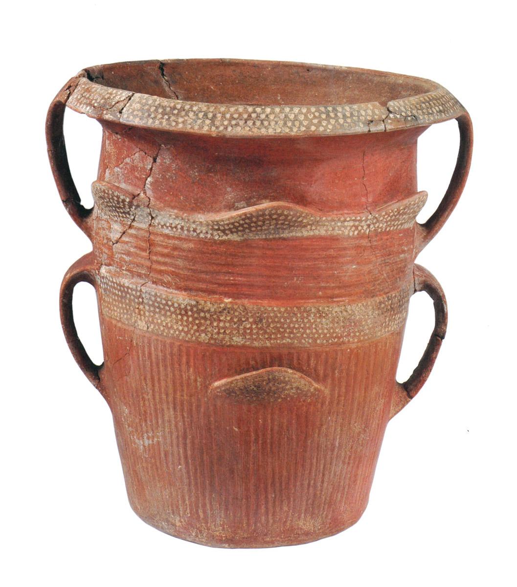 Località Gannì (CA), tomba I, camera T2: vaso situliforme (Anas, L'archeologia si fa strada. Scavi, scoperte e tesori lungo le vie d'Italia, 2017)