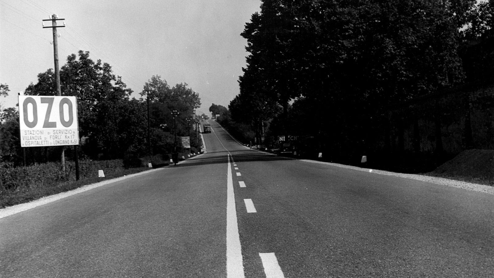 Strada statale 9 'Via Emilia' tratto Imola-Forlì, 1959 – segnalazione distanze area di sevizio