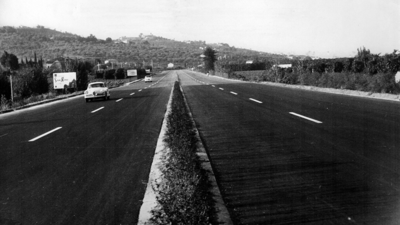 """Emilia Romagna, strada statale 72 """"di San Marino"""" a doppia carreggiata fra l'innesto con la SS16 a Rimini e la Repubblica di San Marino  (Archivio storico Anas)"""