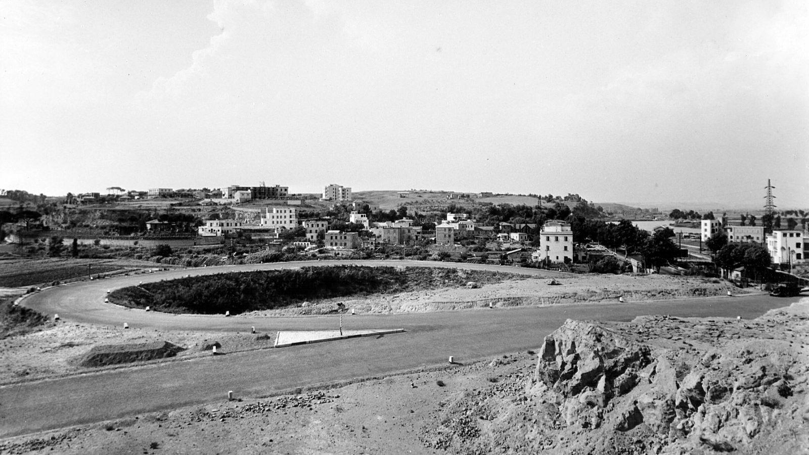 """Rampa di raccordo dalla SS3 """"Flaminia"""" al Grande Raccordo Anulare di Roma, anno di esecuzione: 1950-51 (Archivio storico Anas)"""
