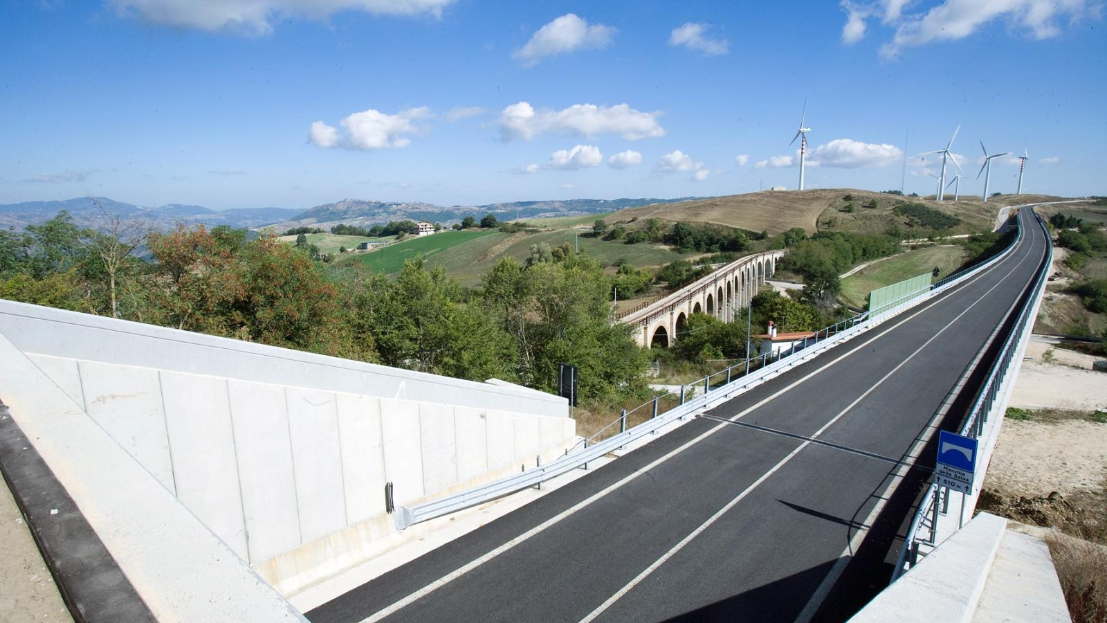 """Molise, strada statale  87 """"Sannitica"""", viadotto Macchia della Selva (Archivio storico Anas, 2013)"""