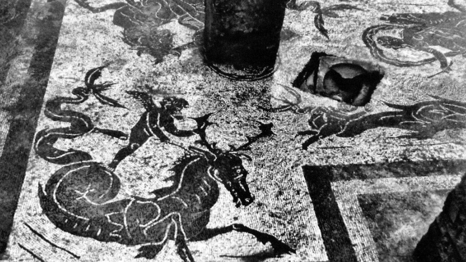 Lazio, Fosso della Crescenza. Pavimento musivo di un ambiente della mansio romana (Anas, L'archeologia si fa strada. Scavi, scoperte e tesori lungo le vie d'Italia, 2017)