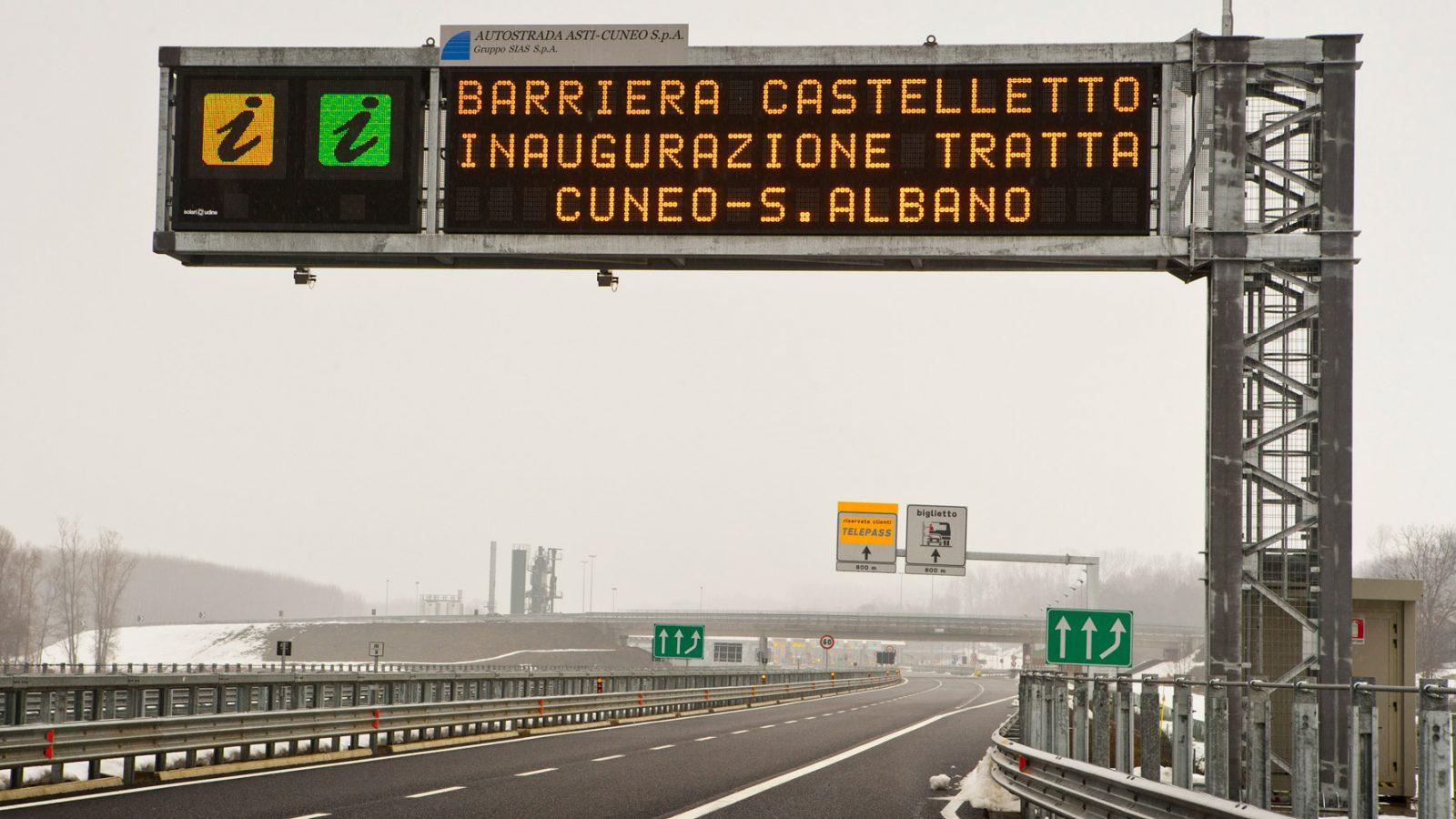 Apertura al traffico del tratto di 14 km dell'autostrada Asti-Cuneo compreso tra Cuneo e Sant'Albano Stura (Archivio storico Anas)