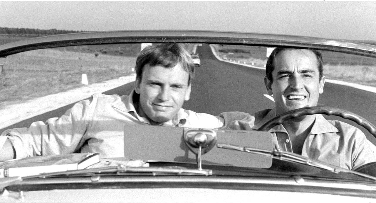 Jean-Louis Trintignant e Vittorio Gassman in una scena del film Il sorpasso, diretto da Dino Risi (1962)