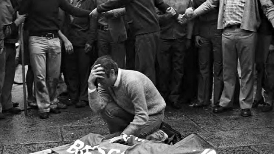 Brescia, 28 maggio 1974: durante una manifestazione contro il terrorismo neofascista, in un cestino dei rifiuti di Piazza della Loggia esplode una bomba e fa una strage (fonte: Ansa, La strada racconta, 2018)